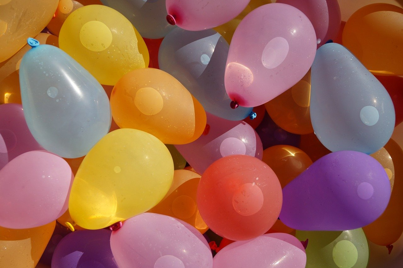 balloons-1662573_1280_Image by Erzsébet Apostol from Pixabay